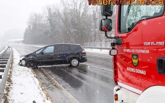 Schneeregen sorgt für Bergungseinsatz auf der B37a