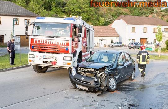 Zweifache Pkw-Bergung nach Unfall auf der L55 in Langenlois