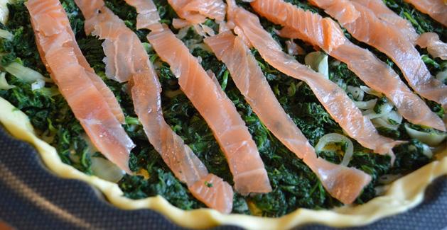 Préparation de la quiche saumon épinard - Feuille de choux