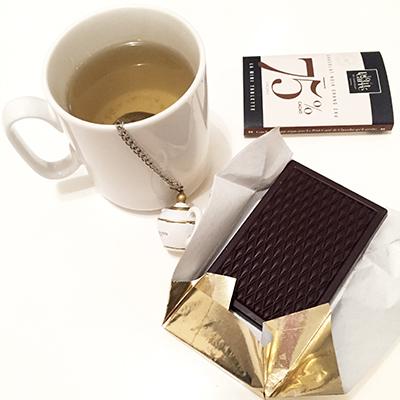 Un thé et du chocolat Le Petit Carré de Chocolat