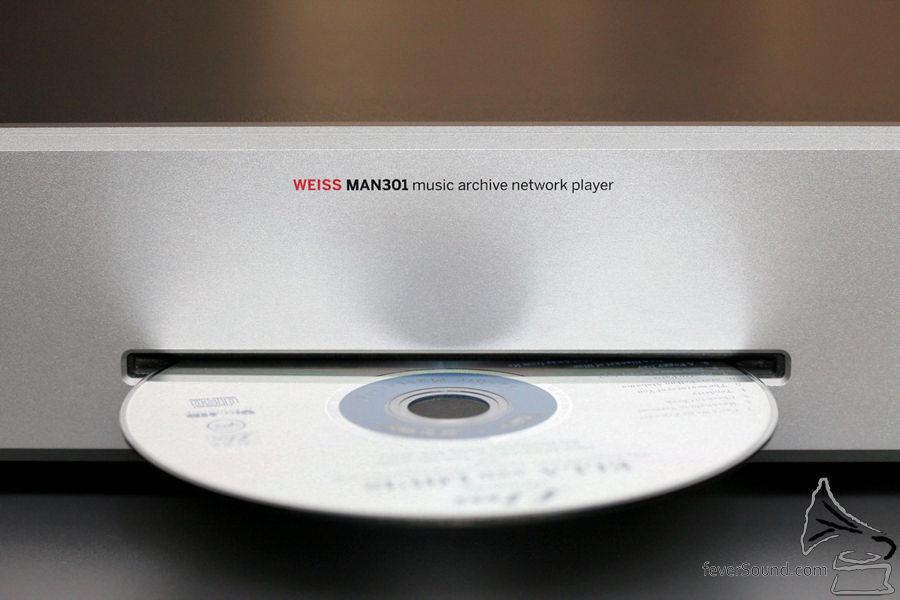 別因它的 CD 是 Slot In 就小看它!今日光學拾訊的靠科技,不一定再金堆玉砌。