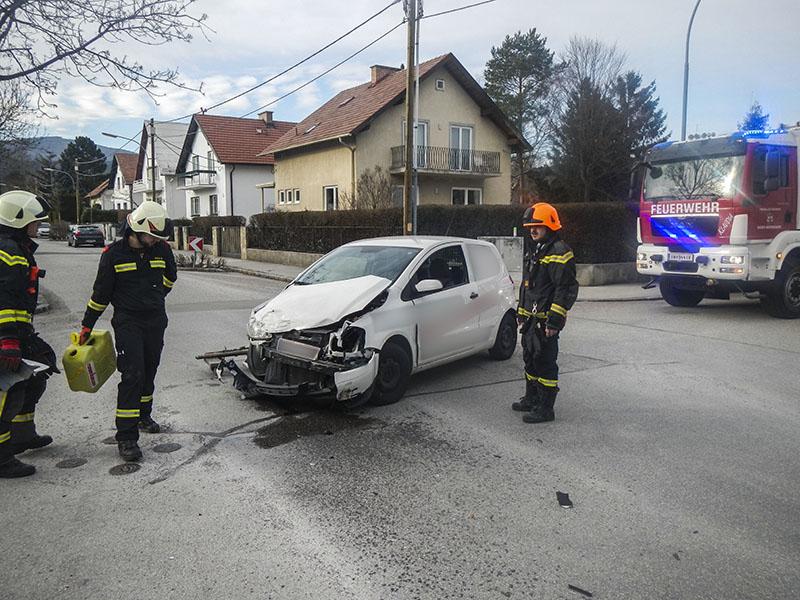 Ff Baden Weikersdorf Verkehrsunfall Babenbergerstraße