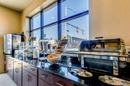 Cobblestone Hotel Breakfast