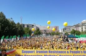 Över 5000 svensk-och exiliranier deltog i en demonstration i Stockholm på lördagen för ett fritt och demokratiskt Iran.
