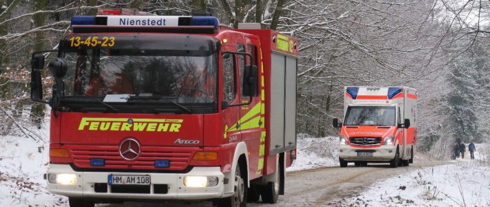 Einsatz: Rettungswagen fährt sich im Deister fest
