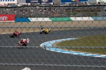 Tamada en Camel Honda (jaune) va faire les meilleurs temps et prendre la pole position en 1000cc