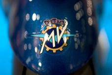 Logo MV Agusta sur fond bleuté