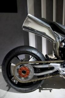Yamaha MT-0S, pots d'échappement sur-dimensionnés
