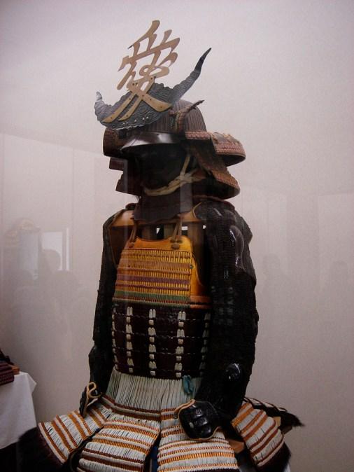 Samourai et le symbole de l'amour sur la tête. Musée du temple.