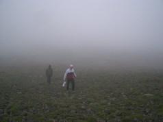 Dans la brume et les vapeurs de soufre l'ambiance est tres particuliere.