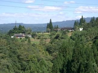 Quittant le mont aso nous nous dirigeons vers notre destination finale, le port de hyuuga. Nous traversons les plateaux aux alentours de takachihou (miyazaki ken). Nous vogons au sommets de montagnes decouvrant de magnifiques paysages avant de nous enfoncer dans la foret pour la descente vers la cote.
