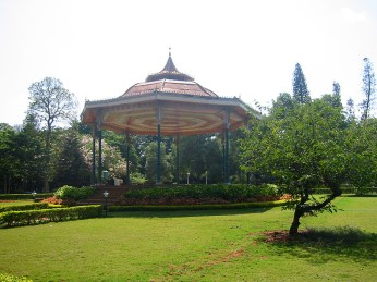 Parc Cubbon, espace tranquille et légèrement ombragé