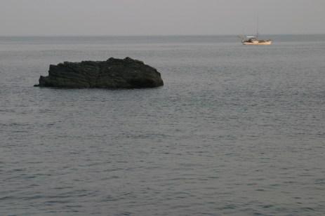 Un bateau passe.