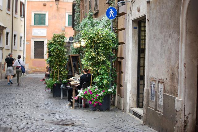 Itinerario A Piedi Alla Scoperta Del Rione Monti A Roma