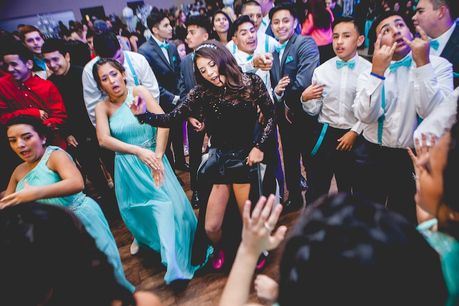 This Quinceanera in houston is having a blast!