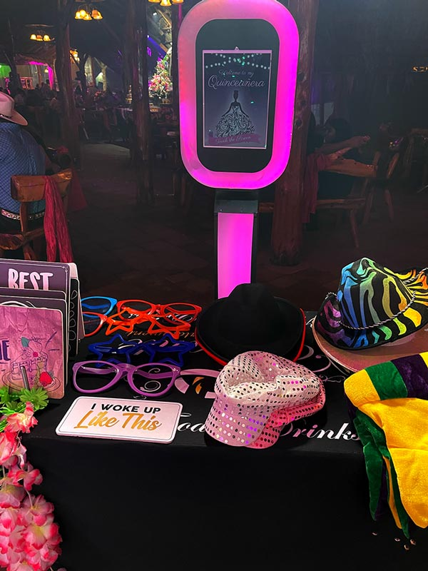 Quinceanera photo booth with name on screen