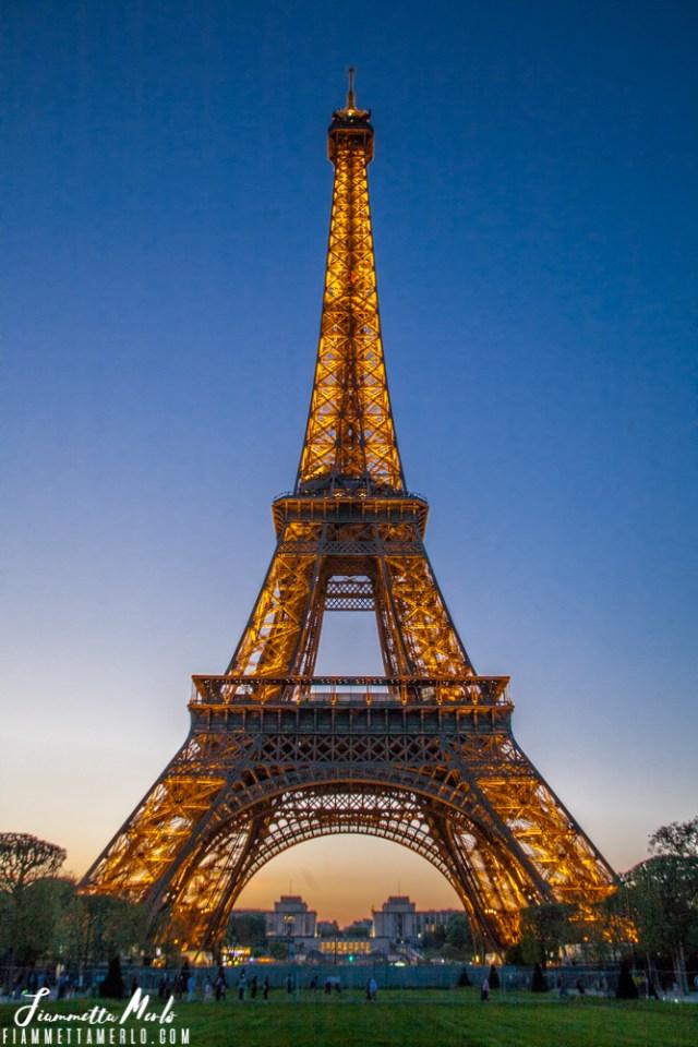 Tour Eiffel che si accende