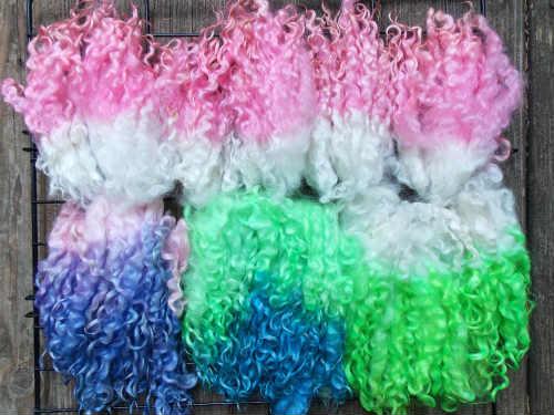 How to dip dye wool locks, Fiberartsy.com
