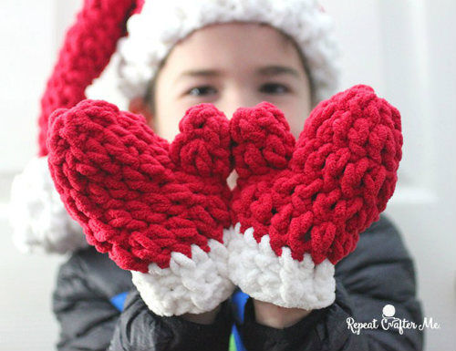 Bernat Blanket Crochet Mittens, Free Glove Pattern for Crochet