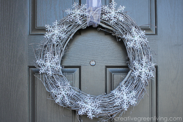 How to make an easy DIY winter wreath