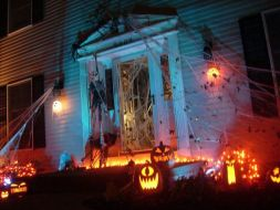 the_best_front_yard_decorations_for_halloween_06