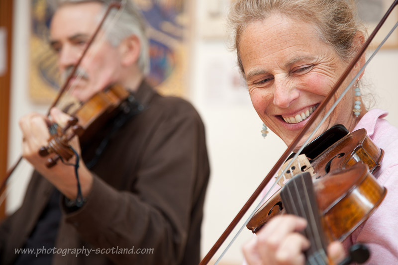 Playing vibrato on the fiddle