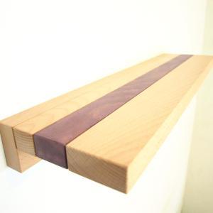 montarea rafturilor din lemn masiv direct pe perete in doua moduri diferite