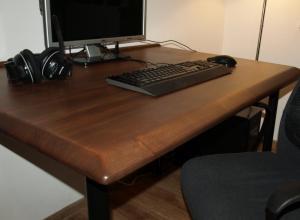Biroul din lemn masiv de brad cu picioare olov de la ikea