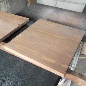 separatoarele au fost taiate din cele patru panouri de brad pentru a reduce simetria intregului dulap din pal, mdf vopsit si lemn de brad