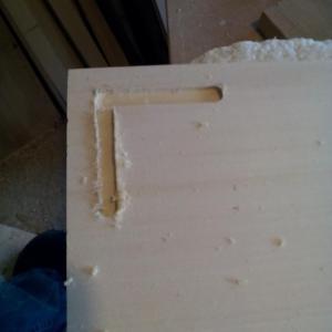 am folosit ghidajul paralel al frezei pentru a freza laturile paralele cu muchiile blatului