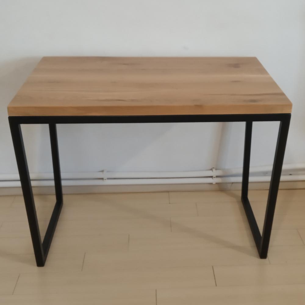 blatul din stejar a fost folosit pentru un birou cu cadru metalic realizat din bara rectangulara de 3 cm