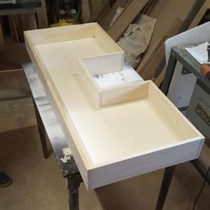 am facut sertarele din scanduri de brad si placaj de 8 mm grosime