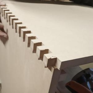 am folosit un sablon printat la imprimanta 3d pentru imbinari in dinti, sablon pe care l-am folosit acum pentru imbinarea unor placi mai late