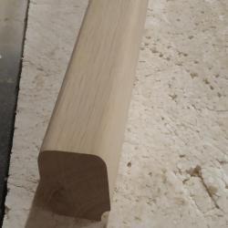 am slefuit cu smirghel de granulatie 120 muchiile superioare rotunjite ale mainii curente din lemn de stejar
