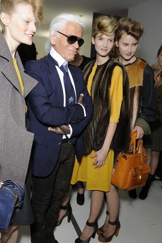 fendi___backstage_168480351_320x480