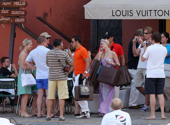 Paris+Nicky+shop+til+drop+1HcoZrBC-ejl
