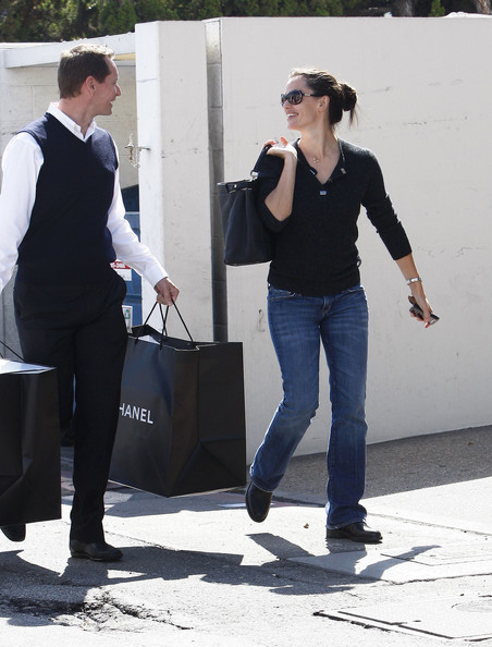 Jennifer+Garner+Shopping+Chanel+Beverly+Hills+sziRNslh32bl