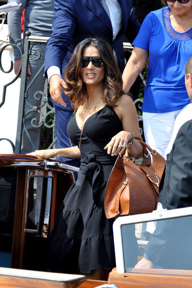 salma-hayek-and-gucci-stirrup-tote-gallery