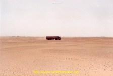 Dans le désert sur une piste parrallèle.