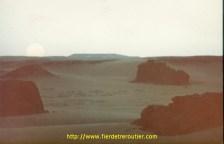 Lever de soleil en plein désert après Tanmanrasset et In Gezam, aux confins Algériens.