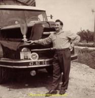 Le beau temps est revenu et Pierre Debeaux participe à un concours de maniabilité dans les années 50 et a gagné la coupe...