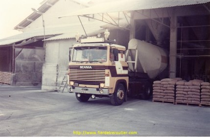 Transports DELISLE Scania 111 avec citerne tétine