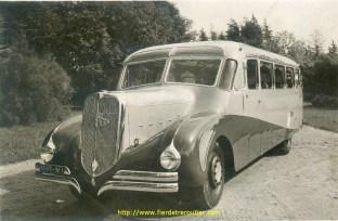 La caisse de cet autocar sur base d'un chassis Bernard a nécessité des milliers d'heures de travail, tous les éléments de carrosserie sont réalisés à la main, les arrondis des ailes sont façonnées entièrement au marteau.