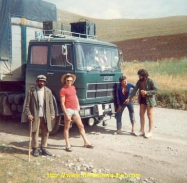 Carlo en rouge avec un berger et 2 collègues dont un yougoslave qui bossait déjà pour un Italien.
