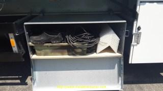 Bien vu le coffre à outils avec la soufflette pour nettoyer les rails