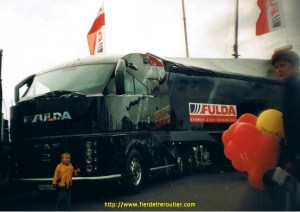 Louis effrayé devant le MAN-Fulda proto en 2001.
