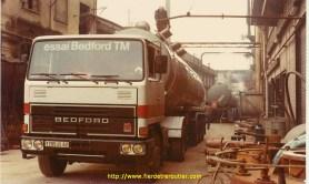 1977 Bernard Wauthier au chargement en Italie avec un Bedford TM.