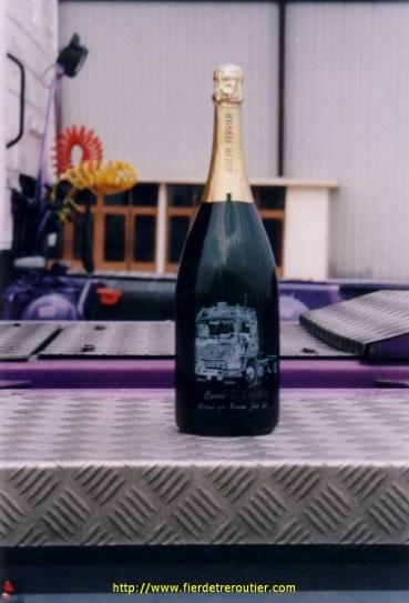 Bouteille de champagne à l'effigie de la Gitane