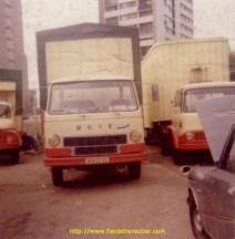Unic avec le bedford a droite en 1975