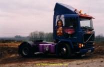 """F10 """"Le Parisien"""" est de 1987 il fait 320 ch il a été peint par un peintre deTours qui normalement peignait des reservoirs de moto des voitures"""